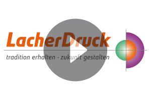 """Das Logo der Firma Lacher Druck mit einem halbtransparenten """"Play"""" Symbol darauf."""